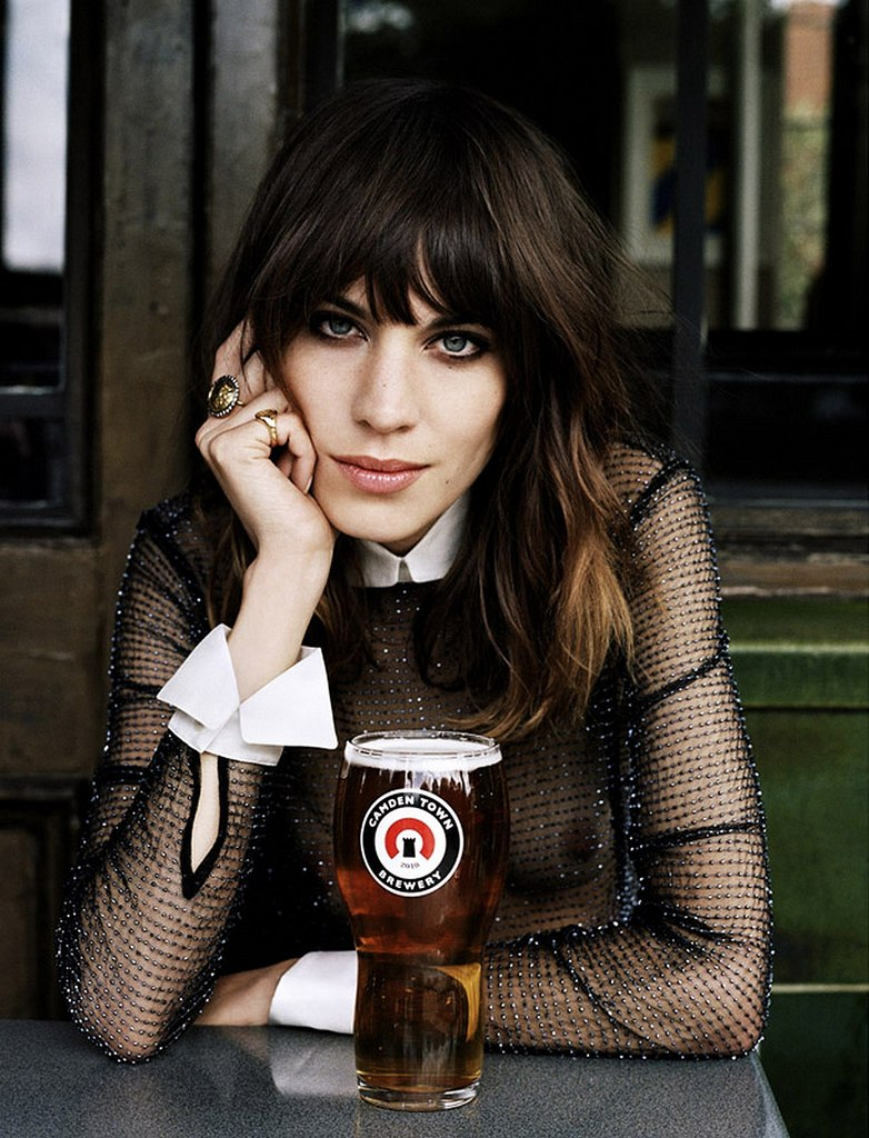 http://beer-fun.ru/wp-content/uploads/Alexa-Chung-London-2012.jpg